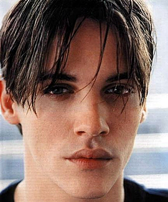 3.jonathan-rhys-meyers-young-