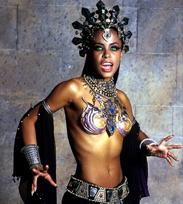 14-la-reine-des-damnés-aaliyah-stuart-townsend-2002-optimisation-google-image-wordpress