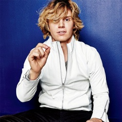 evan peters le 20 et 21-10-2014