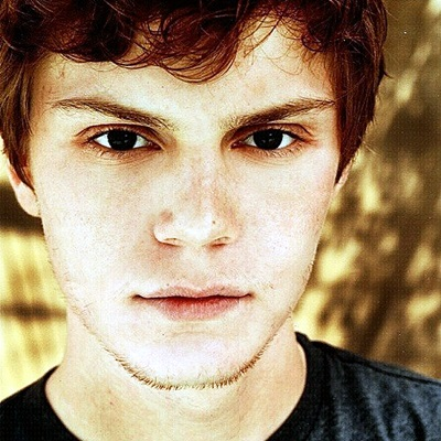 14-evan-peters-petitsfilmsentreamis.net-abbyxav-optimisation-google-image-wordpress