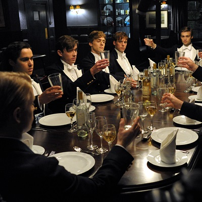 19_the-riot-club-2014-max-irons-petitsfilmsentreamis.net-abbyxav-optimisation-image-google-wordpress