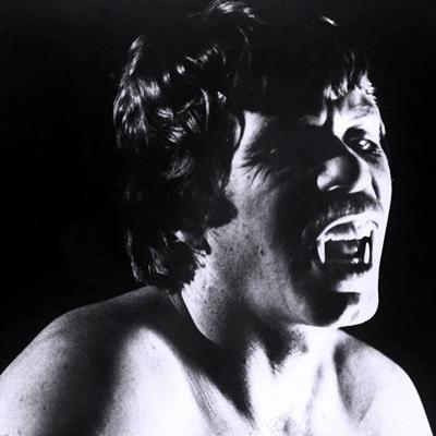1.-hurlements-the-howling-patrick-macnee-petitsfilmsentreamis (10)