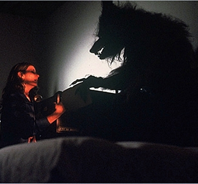 1.-hurlements-the-howling-patrick-macnee-petitsfilmsentreamis (15)