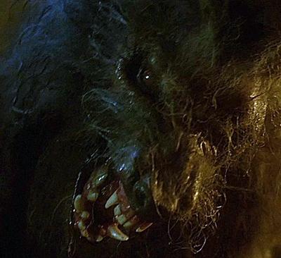 1.-hurlements-the-howling-patrick-macnee-petitsfilmsentreamis (8)