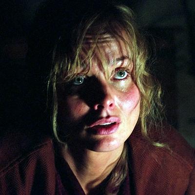 11-l-exorciste-au-commencement-skarsgard-d-arcy-petitsfilmsentreamis.net-abbyxav-optimisation-image-google-wordpress
