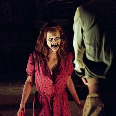 15-l-exorciste-au-commencement-skarsgard-d-arcy-petitsfilmsentreamis.net-abbyxav-optimisation-image-google-wordpress