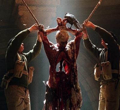 5-l-exorciste-au-commencement-skarsgard-d-arcy-petitsfilmsentreamis.net-abbyxav-optimisation-image-google-wordpress