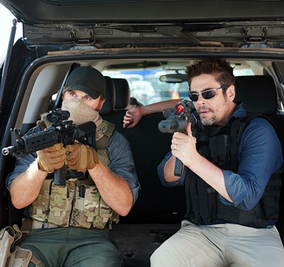 8-Sicario-del-toro-brolin-blunt-petitsfilmsentreamis.net-optimisation-image-google-wordpress