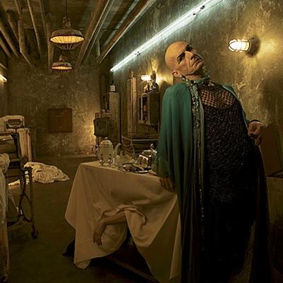 11-American-Horror-Story-Hotel-Season-5_petitsfilmsentreamis.net-optimisation-image-google-wordpress