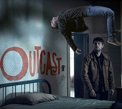 18-outcast-serie-petitsfilmsentreamis.net-optimisation-image-google-wordpress