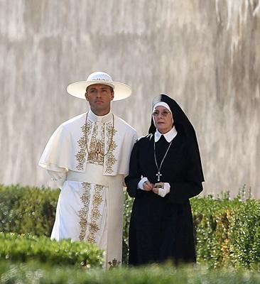 2-the-young-pope-serie-petitsfilmsentreamis-net-optimisation-image-google-wordpress
